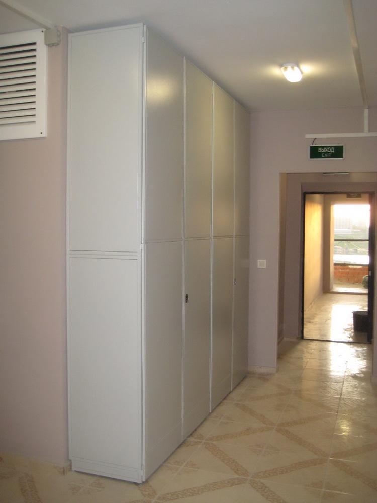 Шкаф на лестничной площадке